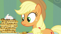 Applejack notices Apple Bloom vanished S5E4