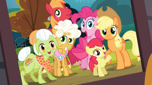 File:Framed photo of the Apples and Pinkie S4E09.png