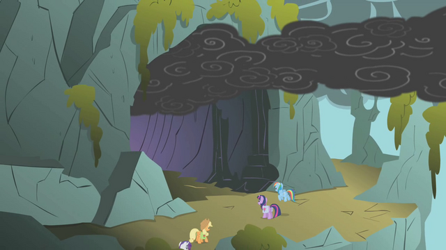 File:A look of the dragon's lair outside S1E7.png