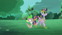 Twilight backs up scared with Spike S5E26