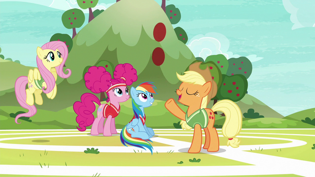File:Applejack tells Snails to catch S6E18.png