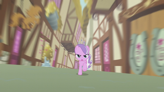 File:Diamond galloping through an alley S5E18.png