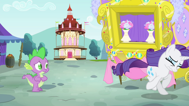 File:Rarity running away S4E23.png