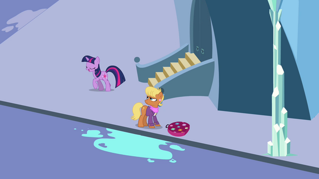 File:Twilight saying hello to Harshwhinny S03E12.png
