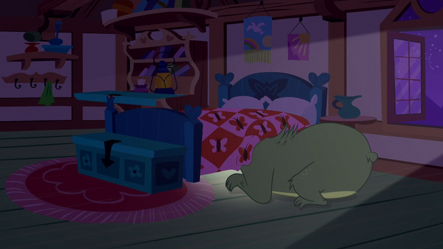 File:Harry the bear looking under Fluttershy's bed S5E21.png