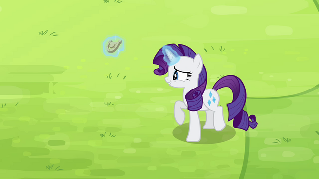 File:Rarity levitating horseshoe S4E10.png