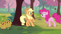 Applejack startled S2E14