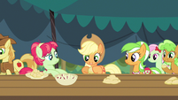 Applejack roll, fold, crimp S3E8