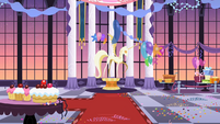 Canterlot castle ballroom S2E09