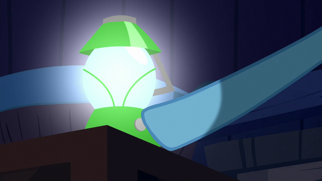 File:Rainbow Dash picks up a lantern S6E15.png