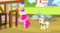 Pinkie Pie making beam out of balloons S4E12