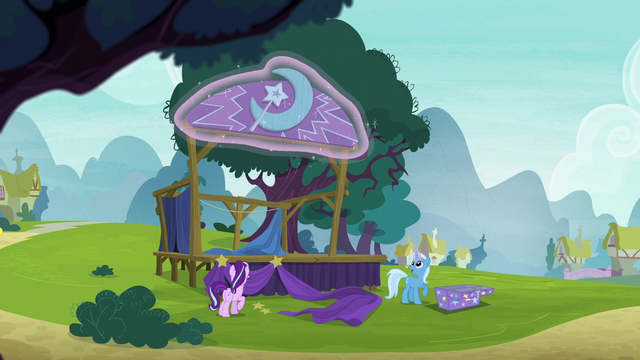 File:Trixie assembling her stage S6E6.png