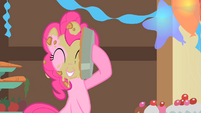 Pinkie Pie puts a pie to her face S1E22