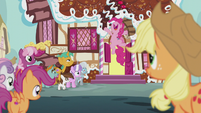 Pinkie throwing confetti into the air S5E18