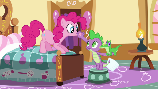File:Spike plugs Pinkie's lips shut S03E11.png
