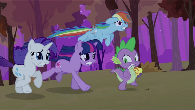 File:Twilight Rainbow Rarity Spike running away S2E21.png