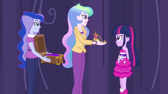 File:Celestia presents the crown to Twilight EG.png