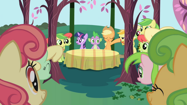 File:Applejack about to introduce the Apple Family S1E01.png