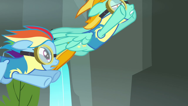 File:Lightning flying up S3E07.png