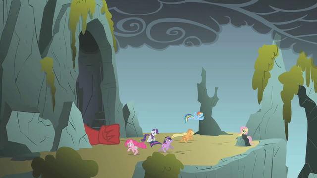 File:Fluttershy's unexpected appearance 2 S01E07.png