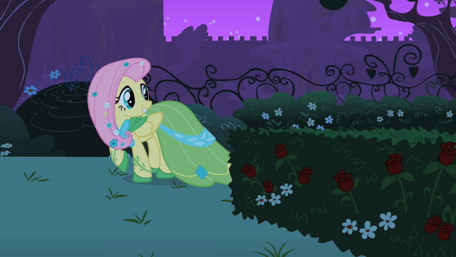 File:Fluttershy looking behind S01E26.png