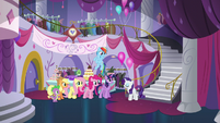 Main cast inside the Canterlot Carousel S5E14