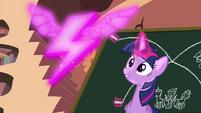 Twilight conjure up the Wonderbolts symbol S4E21
