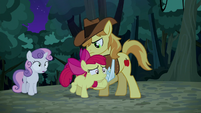 Braeburn holding Apple Bloom back S5E6