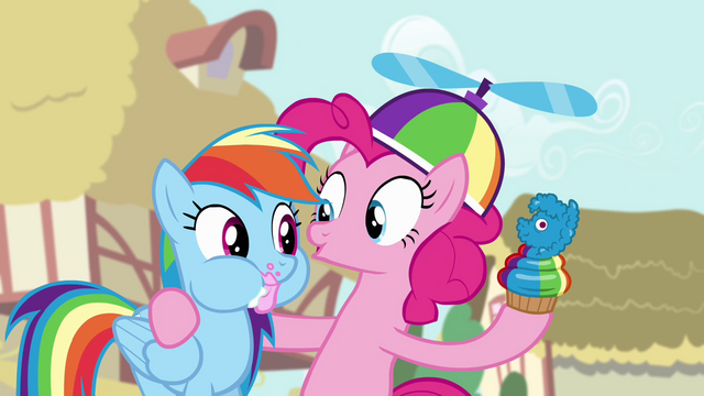 File:Pinkie with a cupcake S4E12.png