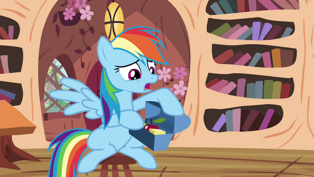 File:Rainbow with her snacks S4E21.png