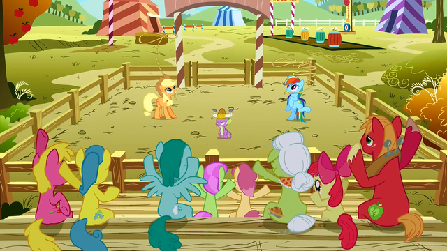 Datei:Gathering crowd watching the lasso contest S01E13.png