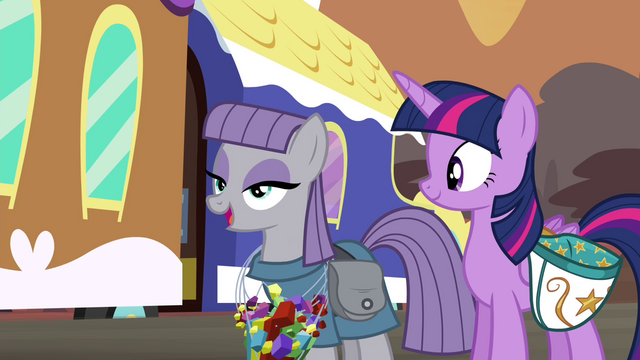 File:Maud wearing rock candy necklaces S4E18.png