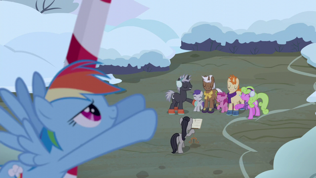 File:Rainbow Dash moving a cloud S06E08.png