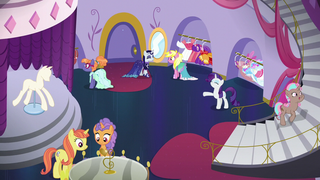 File:Rarity singing in a full boutique S5E14.png