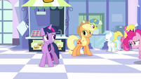 Twilight around here S3E12