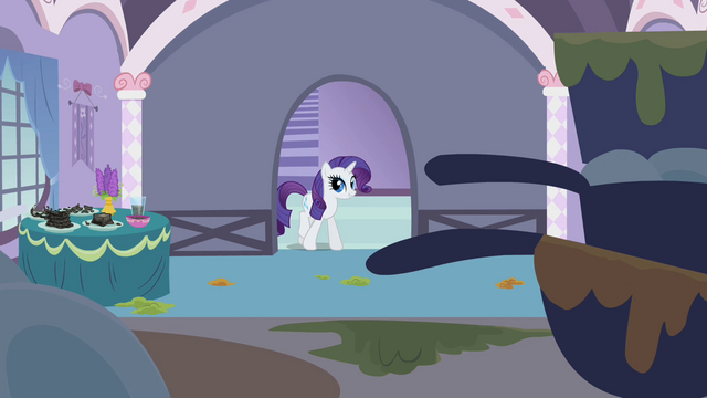 File:Rarity entering kitchen S2E05.png
