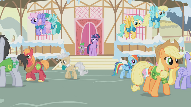 File:Twilight organizes the Winter Wrap Up teams S1E11.png