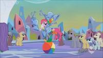 Pinkie Pie juggling on beach ball S3E2