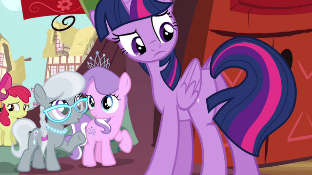 File:Twilight looks at her tail S4E15.png