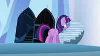 Twilight looking around after going through second time door S3E2
