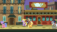 Applejack walks through Manehattan S1E23