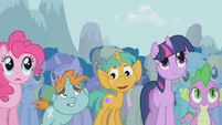 Twilight and friends disapprove of Trixie's boasting S1E06
