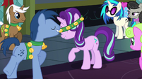 Noteworthy gives Starlight a bell collar S6E8