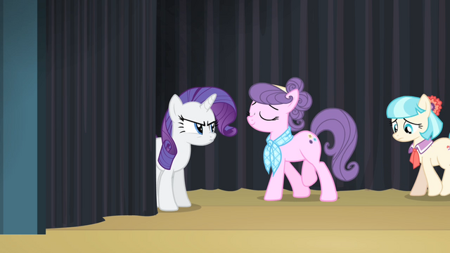 File:Suri walking to backstage with Coco S4E08.png