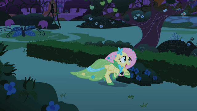 File:Fluttershy galloping S01E26.png