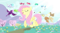 Fluttershy singing while walking with the animals S4E14