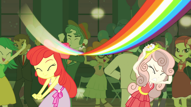File:Rainbow Dash's rainbow streak EG.png