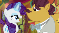 Rarity sings and straightens Coriander's tie S6E12
