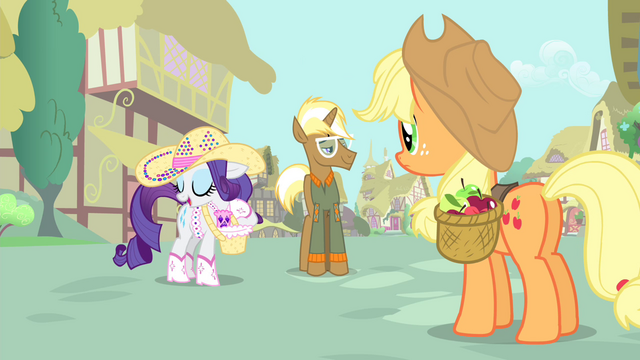 File:Rarity 'it's hauling apples!' S4E13.png