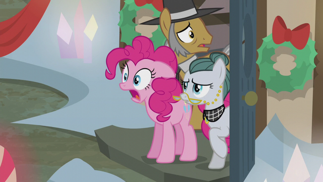 File:Pinkie, Igneous, and Cloudy in shock S5E20.png